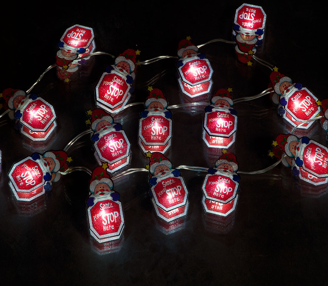 Battery Operated Set of 20 Small Santa Stop Here: 20 Ice White LEDs