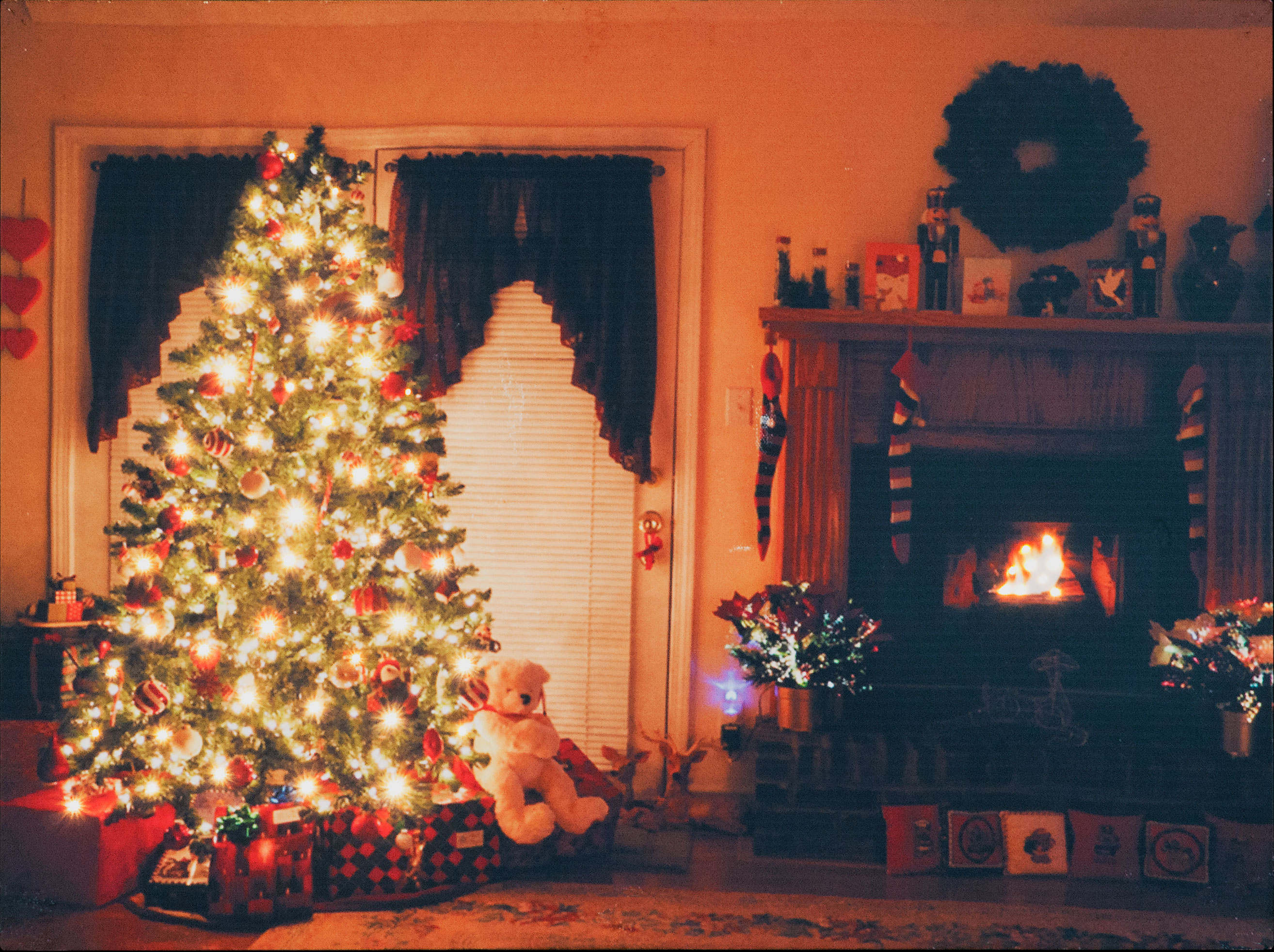 Battery Operated LED Wall Canvas Christmas Fireside Scene