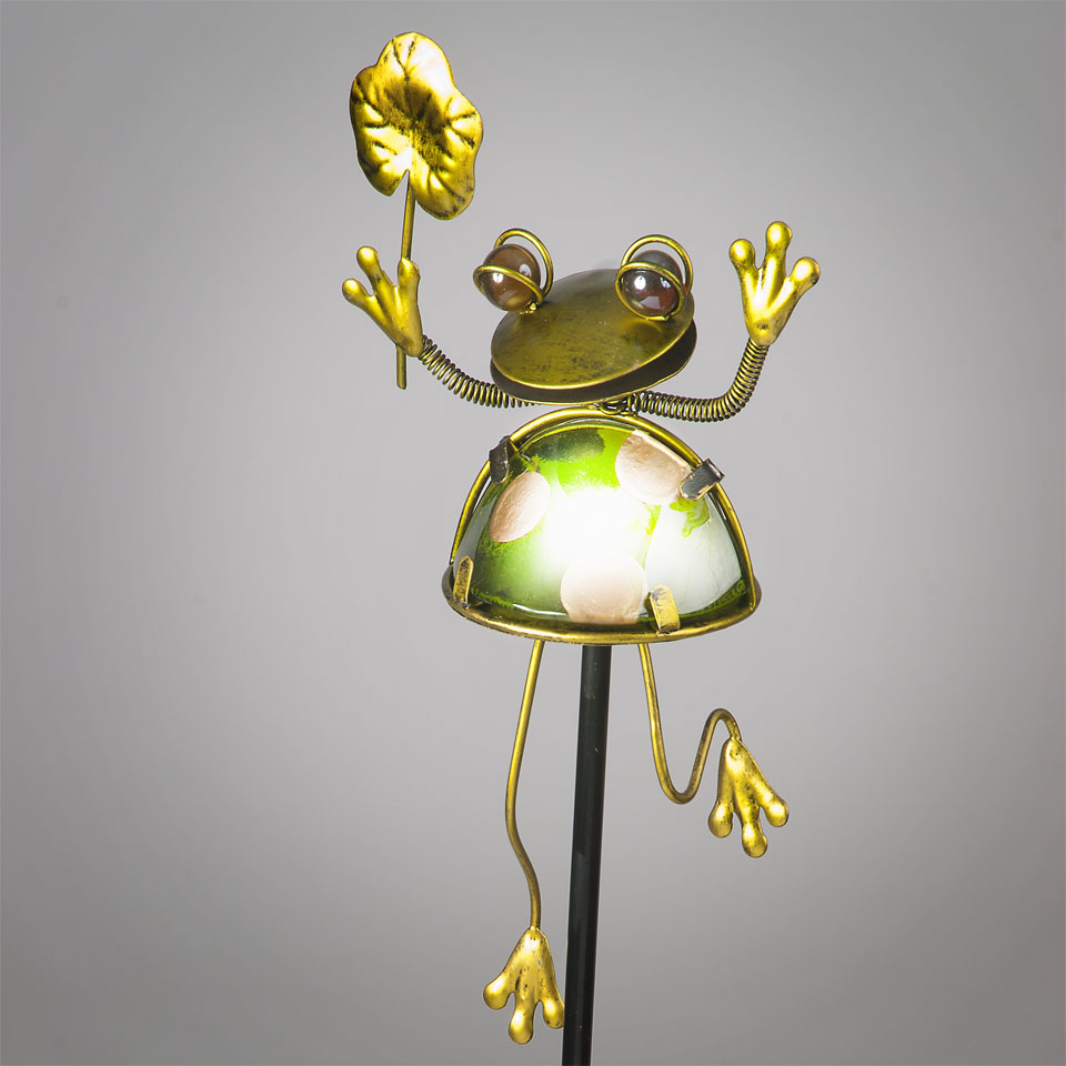 Garden Glows Solar Powered Frog & Lily Pad Garden Stake Light