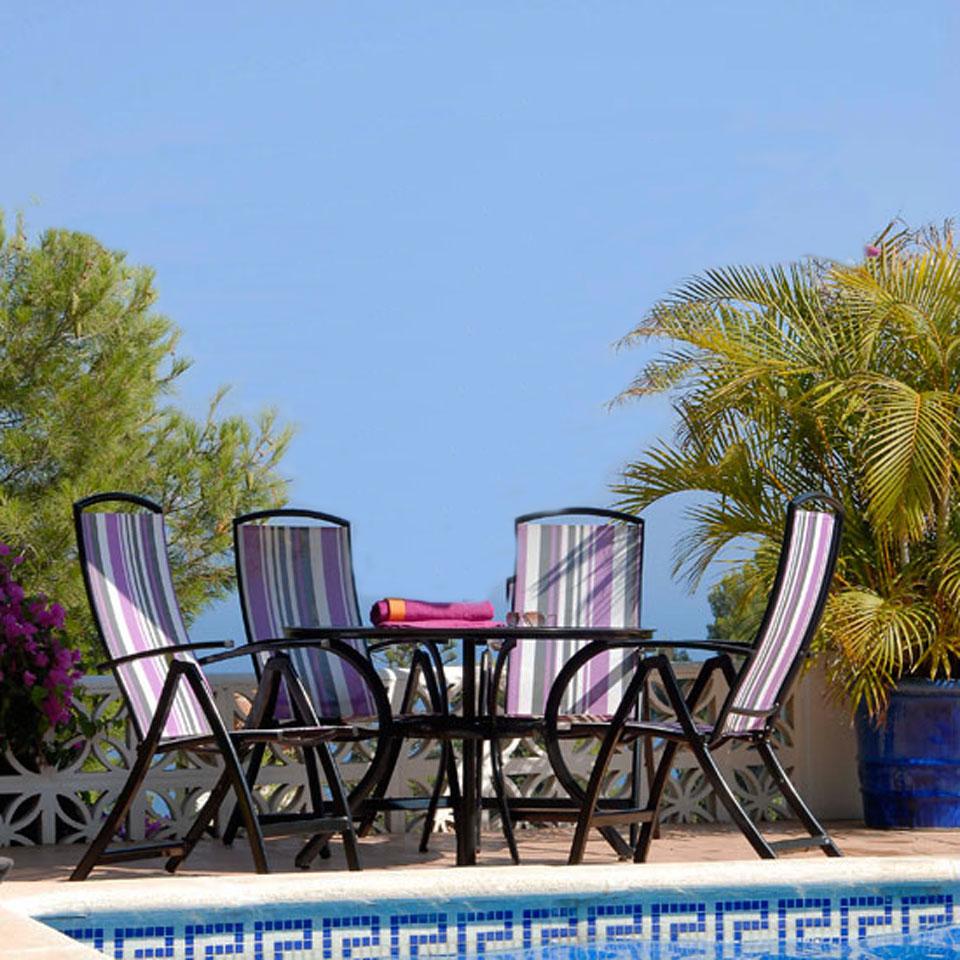 Antigua 4 Seat 1.2m Round Patio Dining Set - Purple Stripe